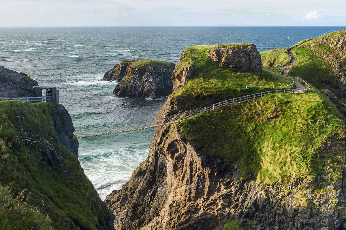 Carrick-a-Rede Rope Bridge (Photo from Wikimedia)